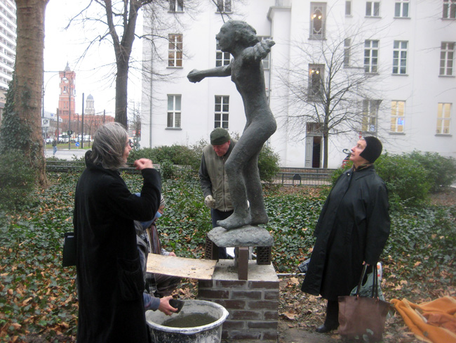 Courtesy Galerie Poll Berlin. Aufstellung GROSSE PALUCCA Emerita Pansowova. Foto Lothar C Poll. 2012