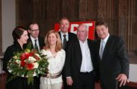 V.l.n.r.: Larissa Hilbig, Klaus Gerrit Friese (BVDG), Dr. Ulrike Groos, Gerald Böse (Koelnmesse), Prof. Harald Falckenberg, Fritz Schramma (Oberbürgermeister der Stadt Köln). Foto: Koelnmesse