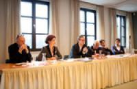 Marcus Deschler, Birgit Maria Sturm, Klaus Gerrit Friese, Peter Raue, Christian Lethert, Aurel Scheibler (2012; v.l.n.r.)  Foto Philipp Reiss