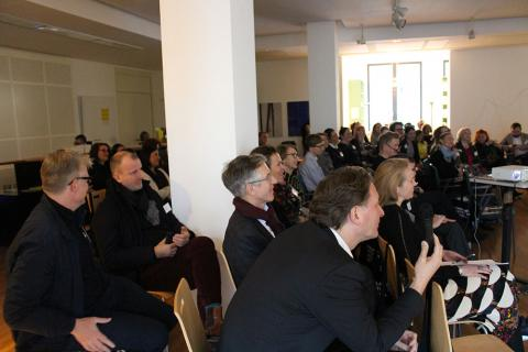 BVDG-Mitglieder und Gäste verfolgen die Vorträge mit Interesse ...