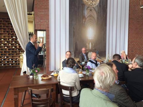 BVDG MV2016 04.07.2016 Köln Cafe Ludwig. Florian Greiner, deltax GmbH, berichtet zur MWSt.