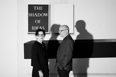 Gaby und Wilhelm Schürmann vor einer Arbeit von Michael Simpson, The Shadow of Ideas, 2009 Sammlung Schürmann | 2019 | Foto: Courtesy Mumok Wien; © Christian Benesch