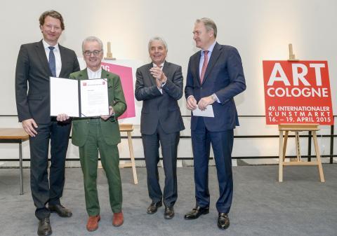 ART COLOGNE Preisverleihung 2015  Foto © koelnmesse v.l.n.r.: Kristian Jarmuschek (Vorsitzender BVDG), Hans Mayer (Preisträger), Jürgen Roters (Oberbürgermeister Köln), Gerald Böse (Vorsitzender der Geschäftsführung Koelnmesse)