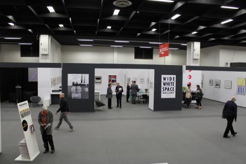 ART COLOGNE 2012. Sonderschau des ZADIK zum Wide White Space von Anny De Decker und Bernd Lohaus, Preisträger des ART COLOGNE-Preises. © ZADIK