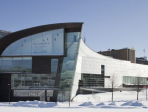 KIASMA, Museum für zeitgenössische Kunst wurde 1990 gegründet und vom Architekten Steven Boll gebaut. Die Sammlung umfasst 8.000 Werke. Jährlich werden 100 neue Arbeiten angekauft.