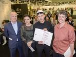 Art Award for NEW POSITIONS 2017 an Paul Spengemann, Produzentengalerie Hamburg (v.l.n.r.: Daniel Hug, Antje Hundhausen, Paul Spengemann, Astrid Bardenheuer © Koelnmesse